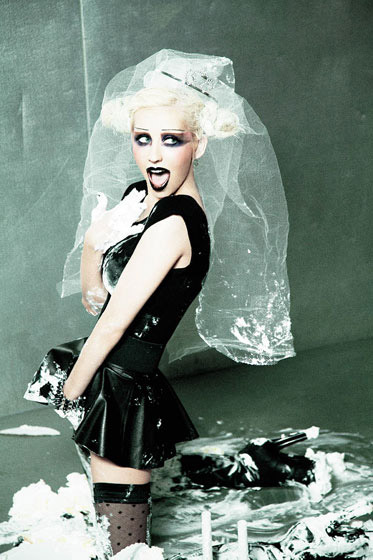 Christina Aguilera does it tho