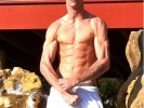 Aaron Carter has been working out without a photographer. There should be a law.