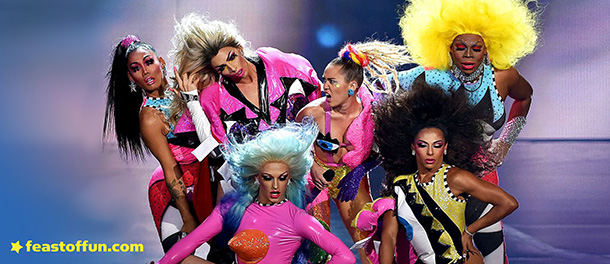 FOF #2211 - Miley Cyrus and 30 Drag Queens as Monsters at the VMAs - 08.31.15