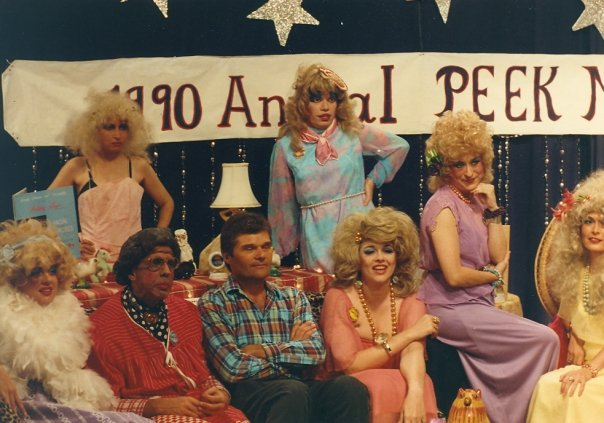 Fred Willard & the Peek Sisters, 1990. Photo: Funtone Records.