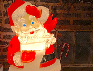 FOF #2690 - Incredibly Strange Christmas Music, Vol. 10 - Christmas Goes Off the Rails - 12.21.18